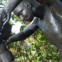 father-child-sculpture